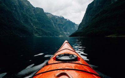 Come esplorare il mondo in Kayak: Guida completa