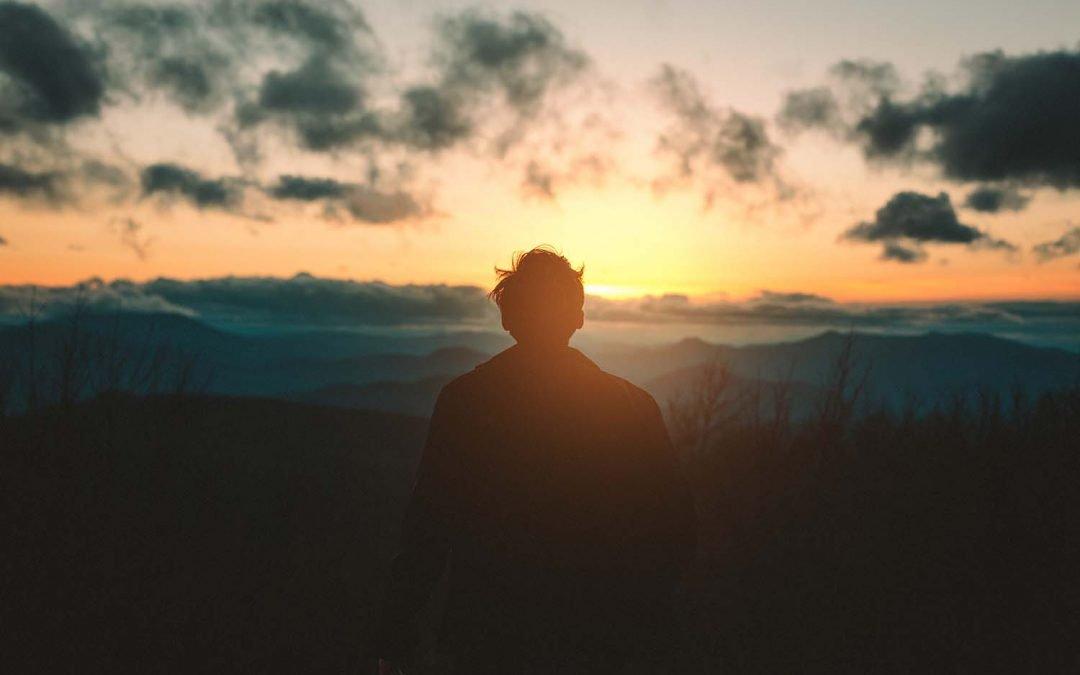 Meditazione in movimento con il trekking. Come farla e che benefici porta